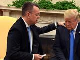 Pastor liberado en Turquía Andrew Brunson se reúne con Trump en la Casa Blanca y ora por él