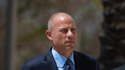 Avenatti es acusado de robar millones de dólares a sus clientes y fraude bancario
