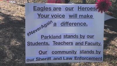 Comunidad recuerda y homenajea el recuerdo de las víctimas del tiroteo en Parkland