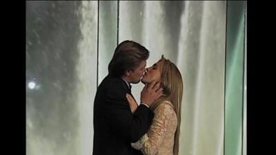 """Laura Flores y René Strickler en una boda con """"Piel de Otoño"""""""