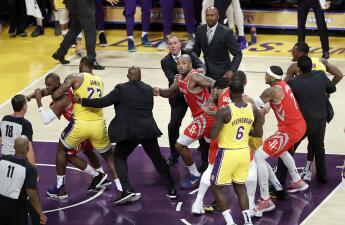Luego de la bronca en el Rockets vs Lakers la NBA reparte sanciones a los rijosos