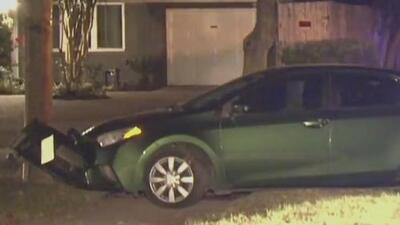 Arrestan a dos hombres acusados de robar las llantas de un vehículo en Bellaire