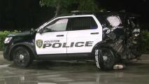Mujer se estrella contra dos patrullas policiales que a su vez atendían un accidente en Houston