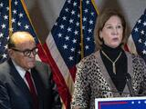 """""""Ninguna persona razonable lo hubiera creído"""": Sidney Powell, exabogada de Trump, admite que teorías de fraude electoral eran mentira"""