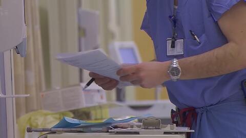 Anuncian multas a varios hospitales por cobrar exámenes a mujeres tras ser agredidas sexualmente