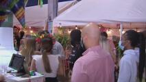 """""""Es satisfactorio"""": cientos de personas en Miami celebran el 5 de mayo con menos restricciones por el coronavirus"""