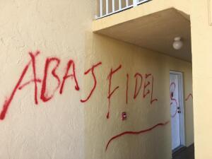 Así pintaron con spray decenas de autos y paredes en Hialeah
