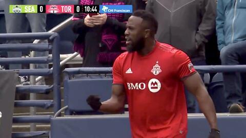 Con 'matón' cabezazo Jozy Altidore abre el marcador, Seattle Sounders 0-1 Toronto FC