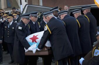 En fotos: Con una bandera de Chicago sobre su ataúd, oficiales despiden al comandante asesinado Paul Bauer
