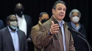 Otras dos ayudantes del gobernador Cuomo lo acusan de acoso sexual