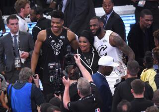 LeBron James y Giannis Antetokounmpo eligieron a sus equipos para el All Star Game