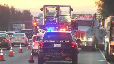 Problemas de tráfico por el accidente de un camión de combustible en la autopista 101