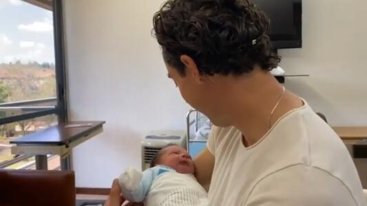 ¡Torta bajo el brazo! Nace Lucca, hijo de Oscar Jiménez