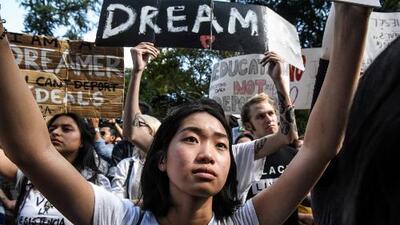 Dreamers le apuestan a una nueva propuesta para legalizar de manera permanente su estatus migratorio