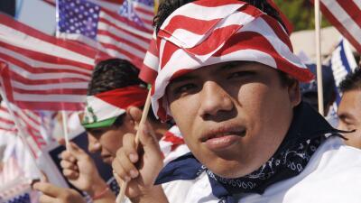 Clinton vs. Sanders, cuál de los dos ofrece más a los inmigrantes indocumentados