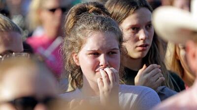 Realizan manifestación en Los Ángeles para apoyar a afectados del tiroteo en una secundaria de Texas