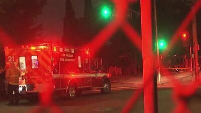 Un niño de 7 años recibió un disparo mientras jugaba frente a su casa en el sur de Los Ángeles
