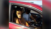 Este conductor de California usó la máscara de un chango para poder conducir en el carril de 'carpool'