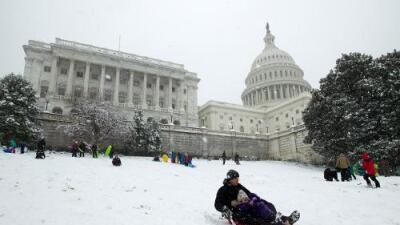 Amaina la tormenta invernal pero deja estacionado frío ártico en estados del noreste