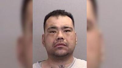 Un hombre fue arrestado tras arrancarle un trozo de oreja a un familiar en una pelea antes de Navidad