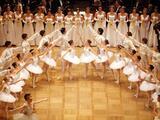 Los alentaban a fumar para que se mantuvieran delgados: una investigación revela abusos contra jóvenes bailarines