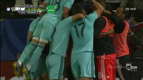 ¡GOOOL! Diego Polenta anota para LA Galaxy