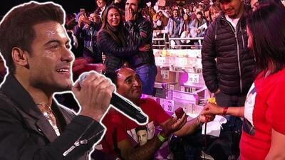 Carlos Rivera provocó que un hombre le propusiera matrimonio a mujer en pleno Festival de Viña del Mar