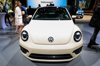En fotos: Volkswagen ensambla esta semana su último escarabajo