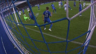 ¡El Napoli se aferra a no meter el balón! Hrosovsky salva en la línea y Milik falla otra clara