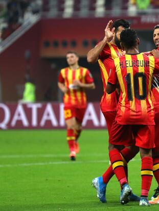 Con hat-trick de Hamdou Elhouni, doblete de Badri y uno m´ás de Derbali, el Es Tunis venció 6-2 al Al Sadd de Xavi Hernández.