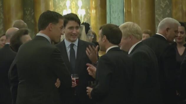 ¿Hablaban de Trump? Captan a Macron, Johnson, Trudeau y Rutte en una misteriosa pero amena plática