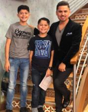 Los hijos de Larry Hernández lo acompañaron a Despierta América