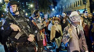 Tras atropello en Nueva York realizan desfile de Halloween con fuertes medidas de seguridad