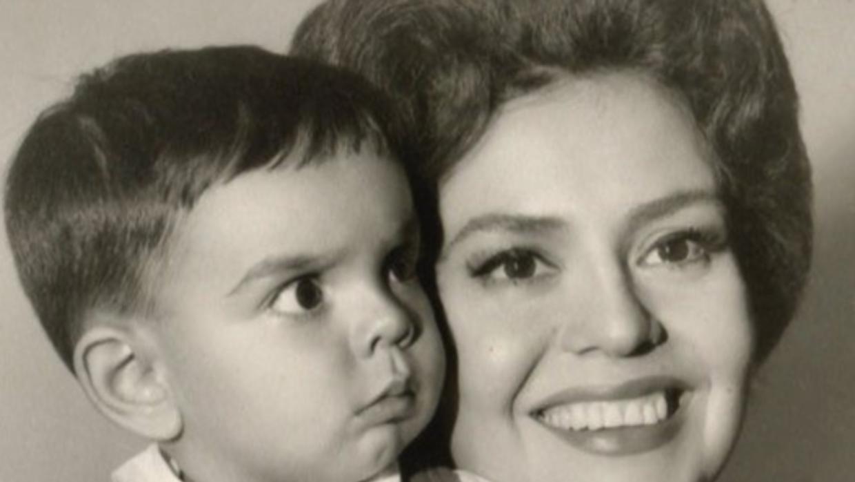 Eugenio Derbez recuerda la belleza de su madre Silvia Derbez - Univision