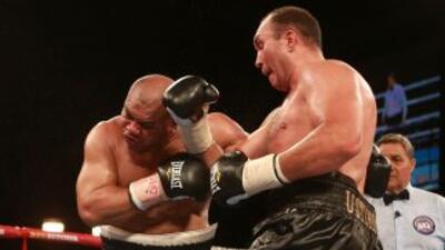 Alexander Ustimov ganó y retiró al neozelandés David Tua
