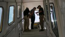 Miseria, asedio y represión: el calvario que denuncian vivir los cubanos que han sido deportados a la isla