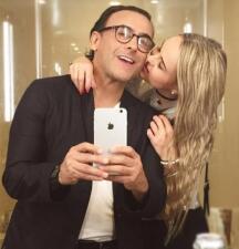 Adal Ramones se casa el 5 de agosto con Karla de la Mora
