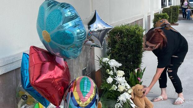 Abuela que forcejeó con hombre que le disparó a su nieto en Publix de Palm Beach habría evitado una masacre