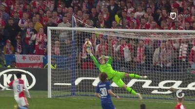 Otro golazo de Sevcik: Con este balazo al ángulo, el Slavia ahora pierde por un solo gol