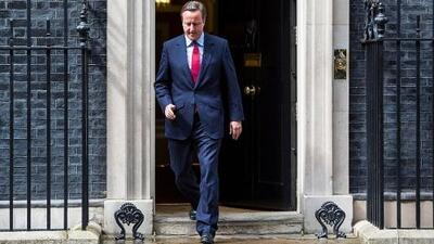 David Cameron renuncia como primer ministro de Reino Unido se va cantando y feliz
