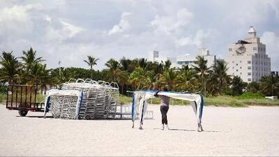 Restaurantes y tiendas de Miami Beach, vacías a la espera del huracán Irma