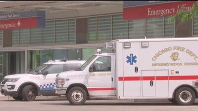 Dos oficiales de Chicago resultan heridos tras chocar violentamente contra un camión