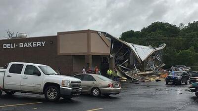 Más de 30 tornados en el sur de EEUU dejan varios muertos y heridos