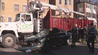 Choque entre cinco vehículos, incluido un camión de carga, deja varias personas heridas en el norte de Chicago