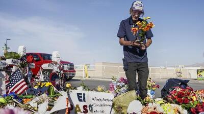 Más de 500 arreglos florales llegan al funeral de la mujer cuyo esposo pidió que lo acompañaran porque no tenían familia