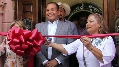 Sobrina de Juan Gabriel cortó el listón para inaugurar el museo en honor al cantante pese a los sellos de clausura