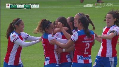 Llega el segundo gol de Chivas en una acción polémica