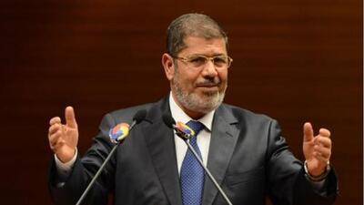 Muere el expresidente de Egipto Mohammed Morsi tras desplomarse en pleno juicio