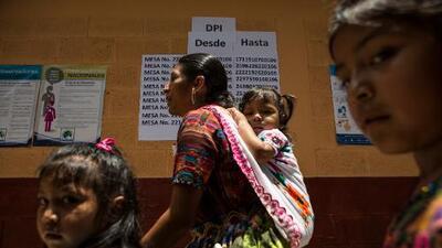 Cierran centros de votación en Guatemala, que elige nuevo presidente agobiada por la pobreza y la corrupción