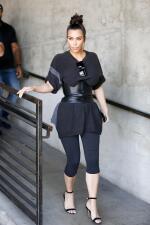 Kim Kardashian no puede respirar con su ajustada faja